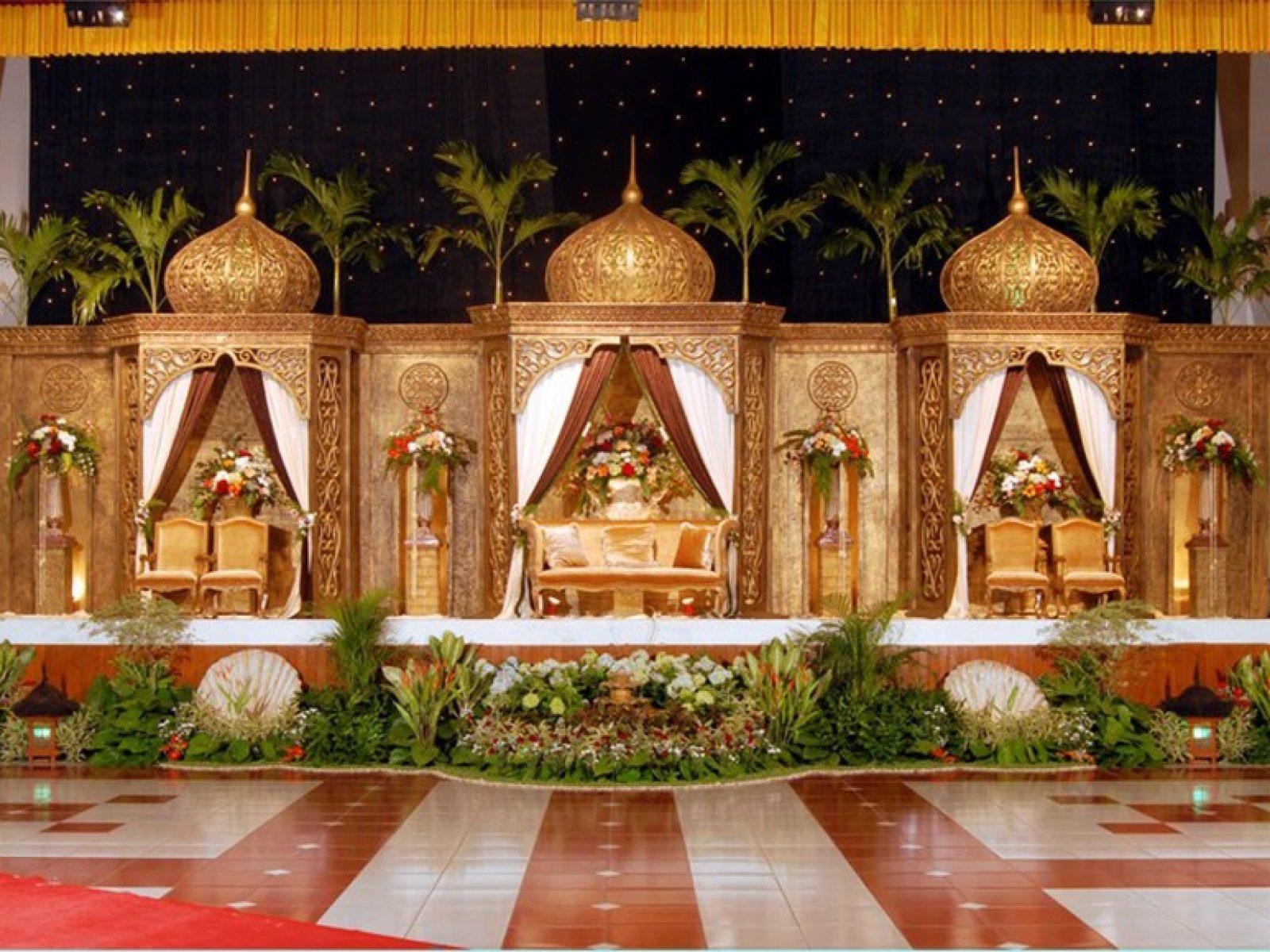 Kami menyediakan beragam paket tema dekorasi pelaminan nasional dan international.