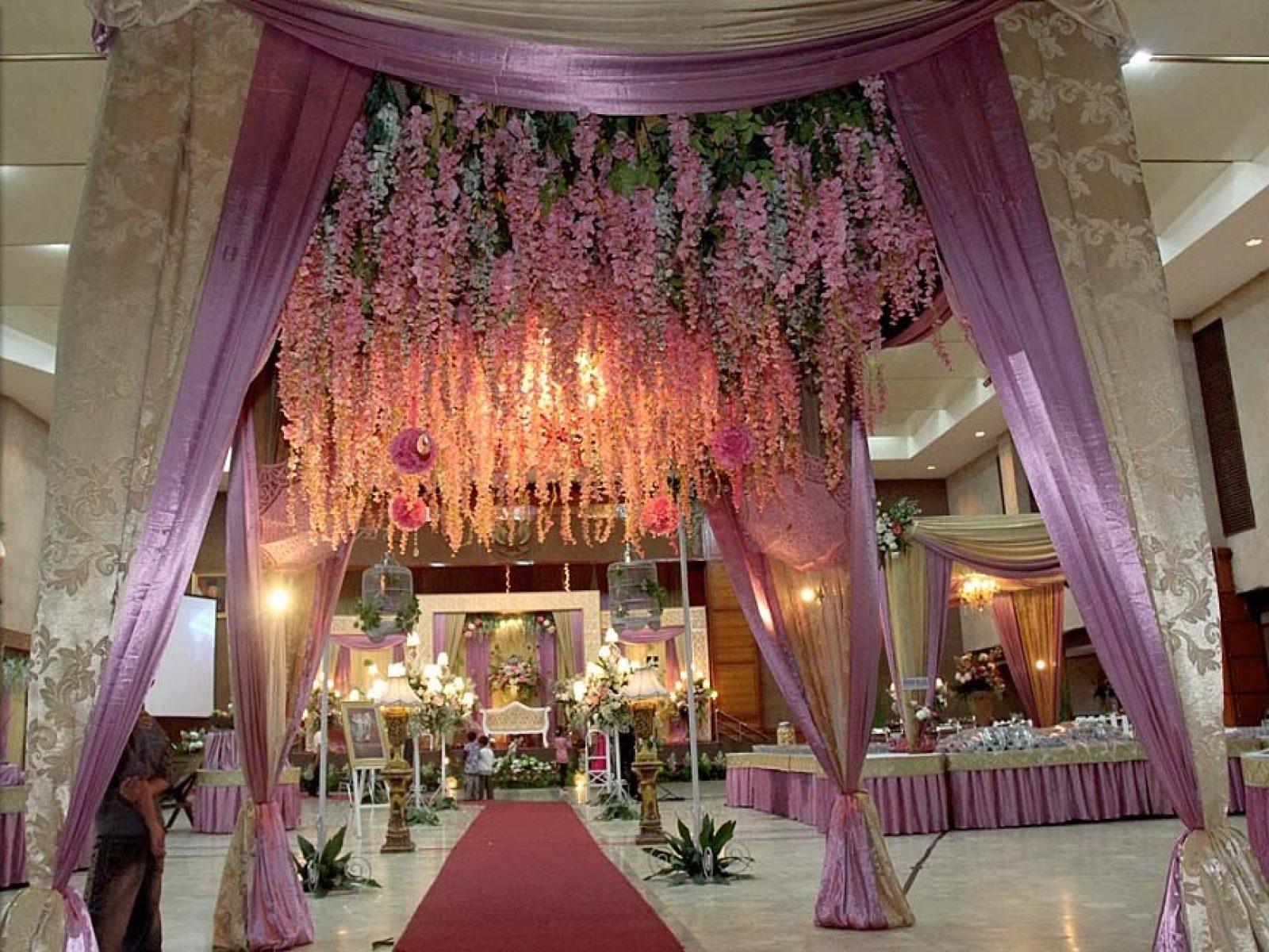 Gazebo, pergola, photo spot dan lain-lain adalah detail dekorasi yang juga kami sediakan untuk mempercantik dekorasi pernikahanmu.